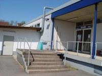 Eingang zur Gymnastikhalle/Turnhalle und Damenumkleide